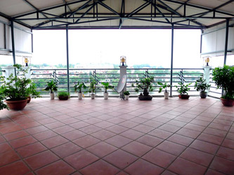2Br Lake View Apartment in Tran Vu Str, large shared Rooftop Terrace