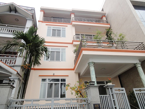 Lakeside Villa for rent in Tay Ho Hanoi, large balcony, Spacious room