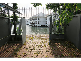 Lakeview house with nice Yard for rent in Tay Ho, 3-bedrooms