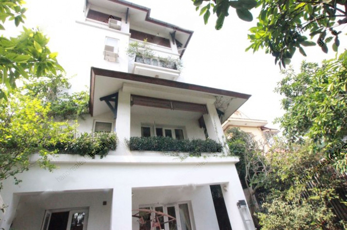 Modern house with yard for rent in tay ho district hanoi for Modern house hanoi