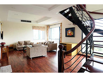 Spacious 03BRs duplex serviced apartment for rent at Lac Long Quan, bright and airy