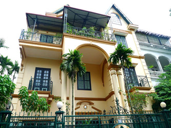 Well Maintained villa with Yard and spacious living room in Tay Ho Hanoi