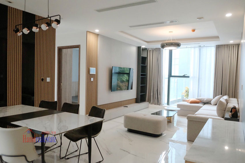 Beautiful high-class 03 bedroom apartment in Sunshine City 1