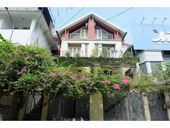Ba Dinh: Bright, airy, beautiful furnished house in Thuy Khue Street