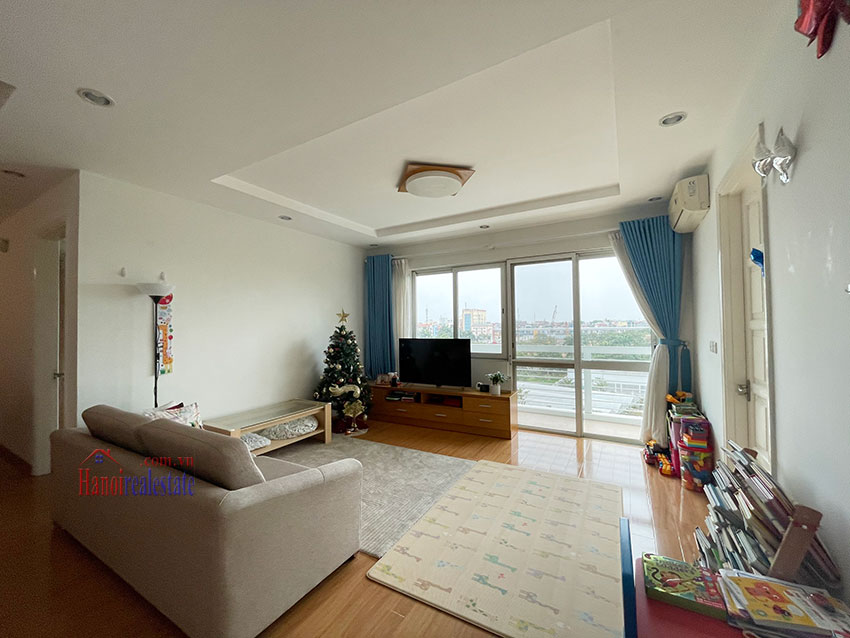 Bright and cozy, wooden floor 04BRs apartment with open view at E1 Ciputra 4