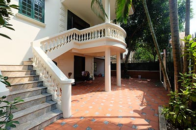 Charming house with front courtyard on To Ngoc Van, Tay Ho for rent