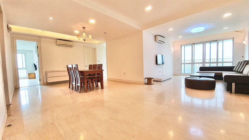 Ciputra: Golf course view 04BRs apartment on high floor of P2 1