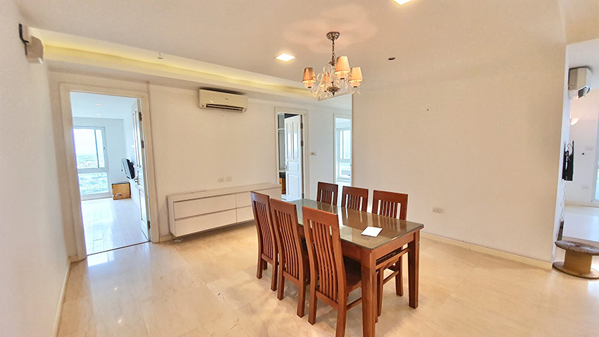Ciputra: Golf course view 04BRs apartment on high floor of P2 4