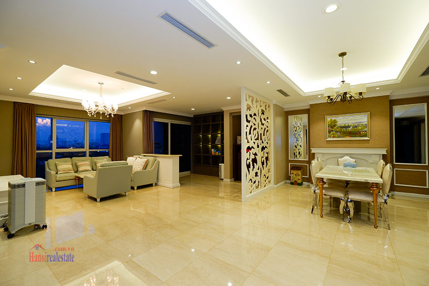 Ciputra: Spacious elegant style 04BRs apartment in L2 with Golf course view 2