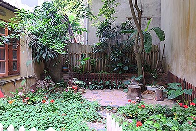 Four bedroom house with garden and cout yard in Ba Dinh