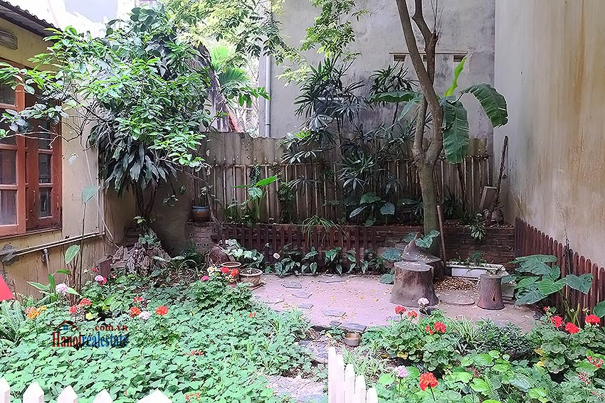 Four bedroom house with garden and cout yard in Ba Dinh 2
