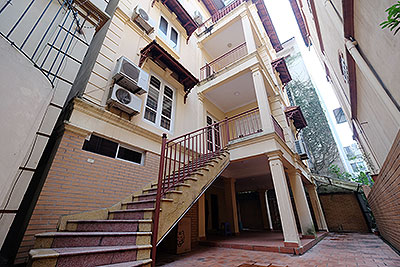 Furnished 4-bedroom house in the heart of Tay Ho to rent