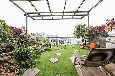 Garden terrace Westlake view top floor 03BRs apartment on Tu Hoa