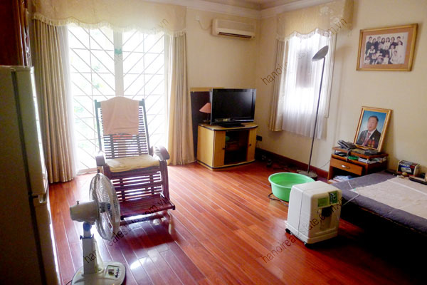 Large  garage, beautiful house for rent in Ba Dinh, Hanoi 20