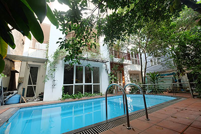 Modern house with courtyard and outdoor pool on Dang Thai Mai to rent