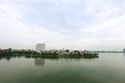 Panoramic lake view top floor 01BR apartment on Quang An