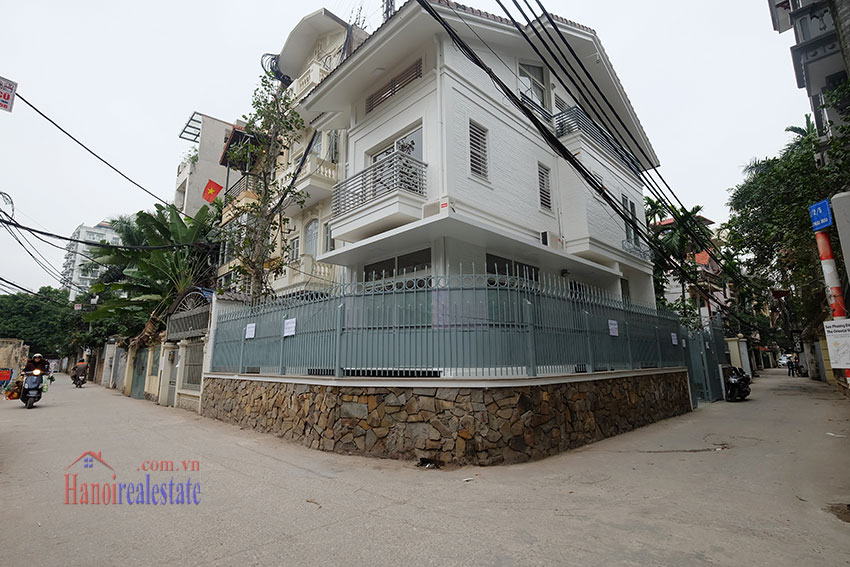 Partly furnished 4-bedroom house on Dang Thai Mai to rent 1