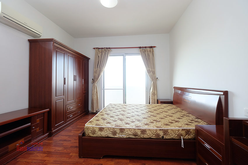 Reasonable 04BRs apartment on high floor of E4 Ciputra 16