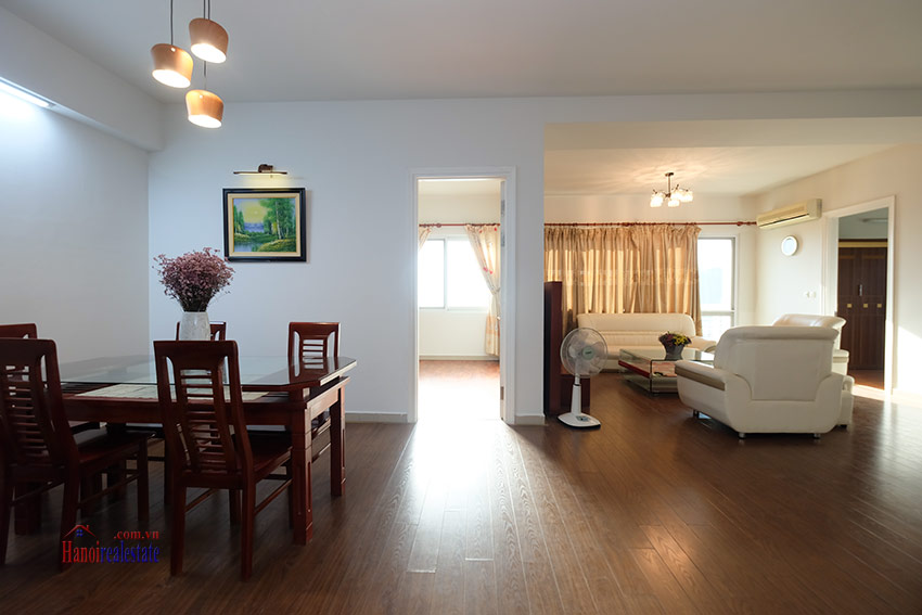 Reasonable 04BRs apartment on high floor of E4 Ciputra 7