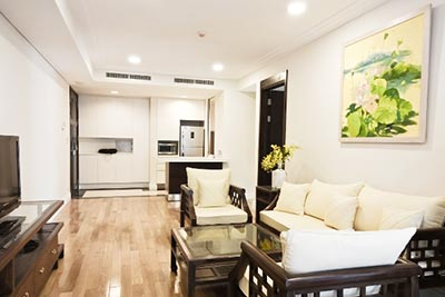 High floor 2-bedroom apartment in Hoang Thanh Tower for rent