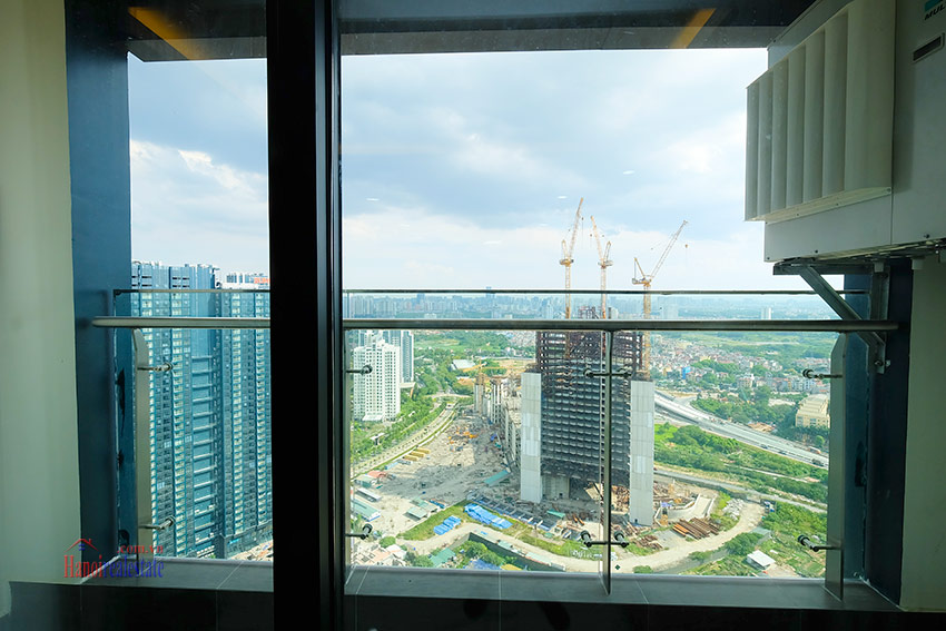Sunshine City: Top floor 03BRs duplex penthouse with city view 29