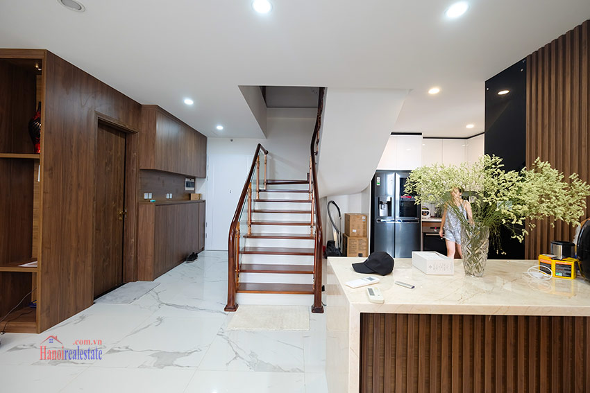 Sunshine City: Top floor 03BRs duplex penthouse with city view 7