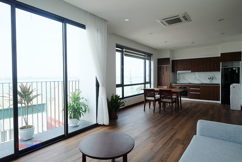 Top floor lake view 02BRs apartment on Quang Khanh 2