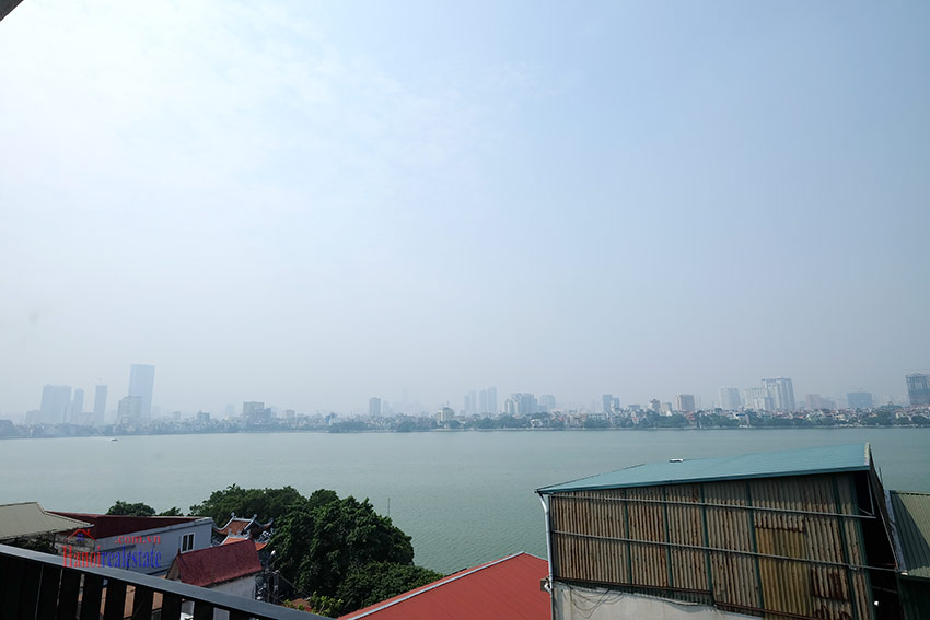 Top floor lake view 02BRs apartment on Quang Khanh 4