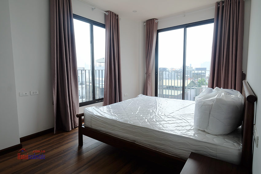 Top floor lake view 02BRs apartment on Quang Khanh 7