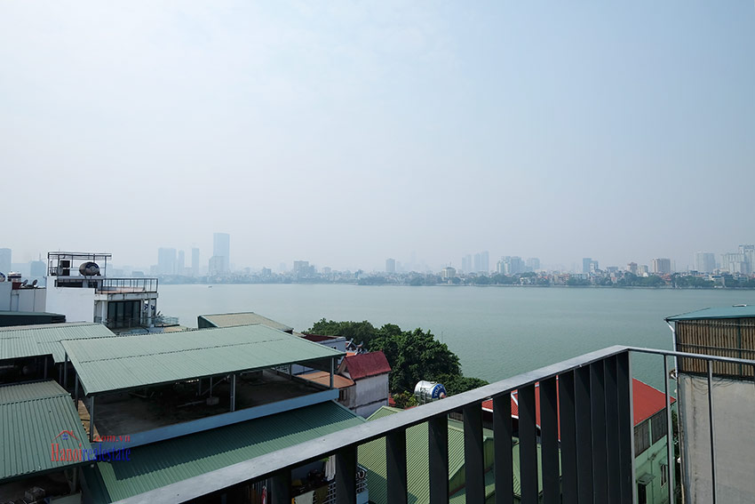 Top floor lake view 02BRs apartment on Quang Khanh 8